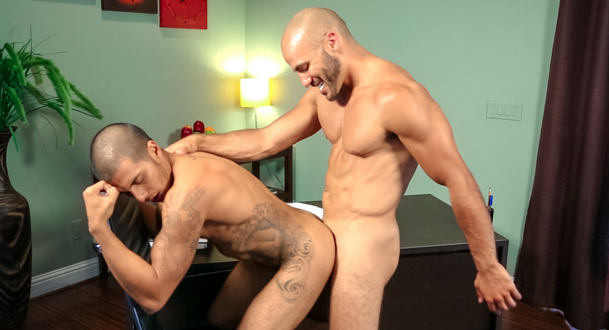 Gay Muscle Men : Casual Encounter - Riddick Stone -amp; Noah Rods!