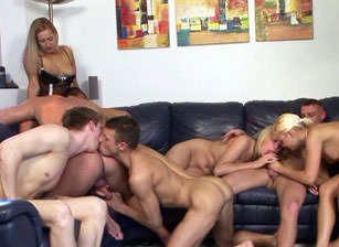 Bisexual Porn : Bi Creampie Adventures #02 mom Edition!