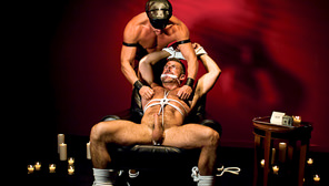 Red Light : Tyler Saint, Bruno Bond