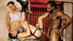 Manhole 2 : Damien Holt, Shawn Hunter, Tris Roberts